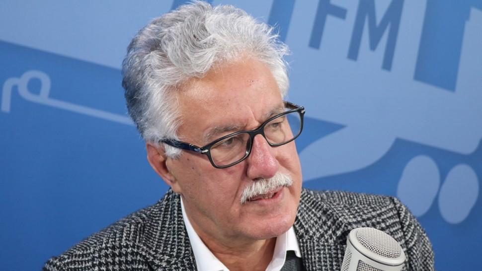 قال امين عام حزب العمال حمة الهمامي إن وصول تلقيح كورونا الى تونس و توزيعه على كبار المسؤولين والسياسيين فضيحة أخلاقية وسياسية حسب قوله.