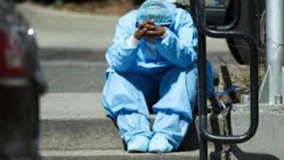 رفعت الفرق الطبية العاملة بالمعبر الحدودي برأس جدير ببن قردان من ولاية مدنين من درجة اليقظة والحذر من خلال تشديد التقصي والتدقيق على كل الوافدين من ليبيا إلى تونس وذلك بعد تسجيل سلالة كورونا البريطانية في القطر الليبي المعروفة بطفرة لندن.
