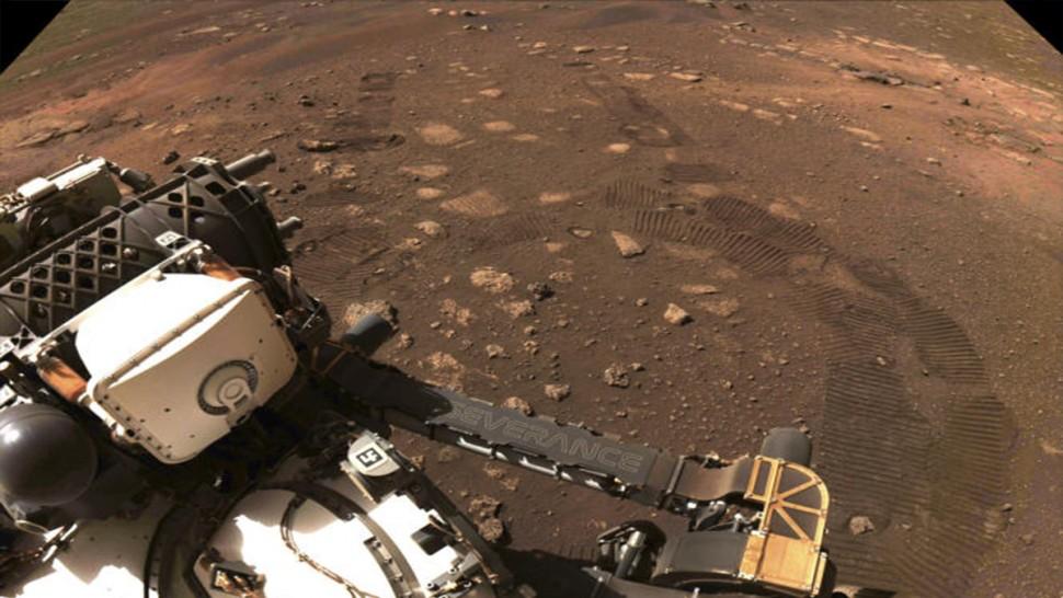 الروبوت الجوّال برسيفرنس يتحرّك للمرة الأولى على المريخ