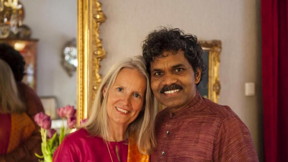 سافر من الهند الى السويد  على متن درّاجة هوائية من أجل لقاء حبيبته