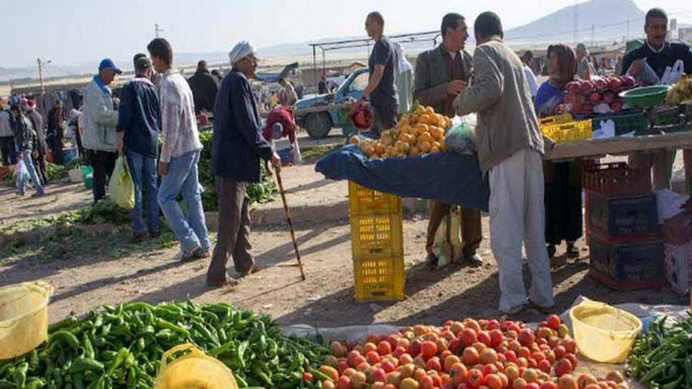 أعلنت ولاية سيدي بوزيد في بيان صادر اليوم الاربعاء 10 مارس 2021 تعليق نشاط السوق الاسبوعية بمعتمدية المكناسي لمدة اسبوع قابل للتجديد مع الاقتصار على انتصاب باعة الخضر و الغلال.