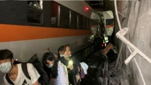 41 قتيلا على الأقل في حادث خروج قطار عن السكة في تايوان