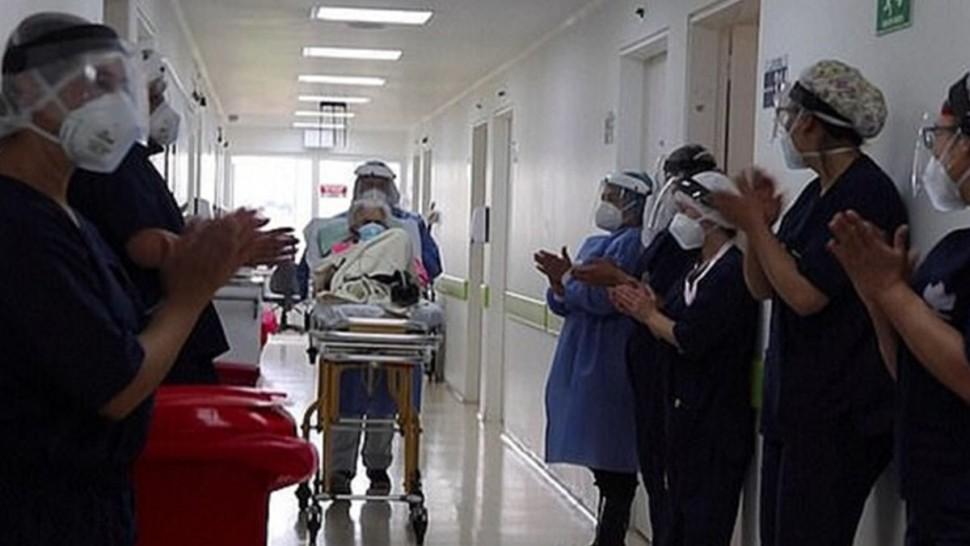 أعلن مستشفى بكولومبيا أن معمرة تبلغ من العمر 104 سنة تعافت من إصابتها بفيروس كورونا للمرة الثانية في أقل من عام.