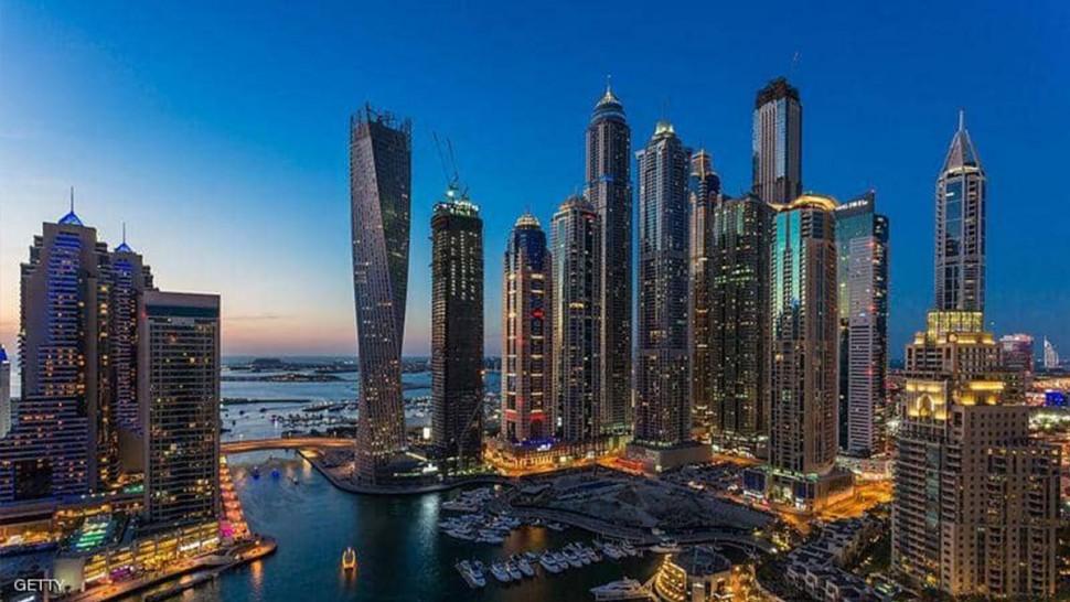 دبي تسمح للمطاعم بالعمل خلال صوم رمضان من دون تغطية الواجهات