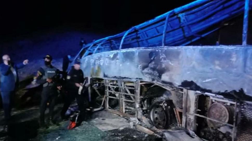 مصر : 20 قتيلا بعد احتراق حافلة إثر اصطدامها بسيارة نقل
