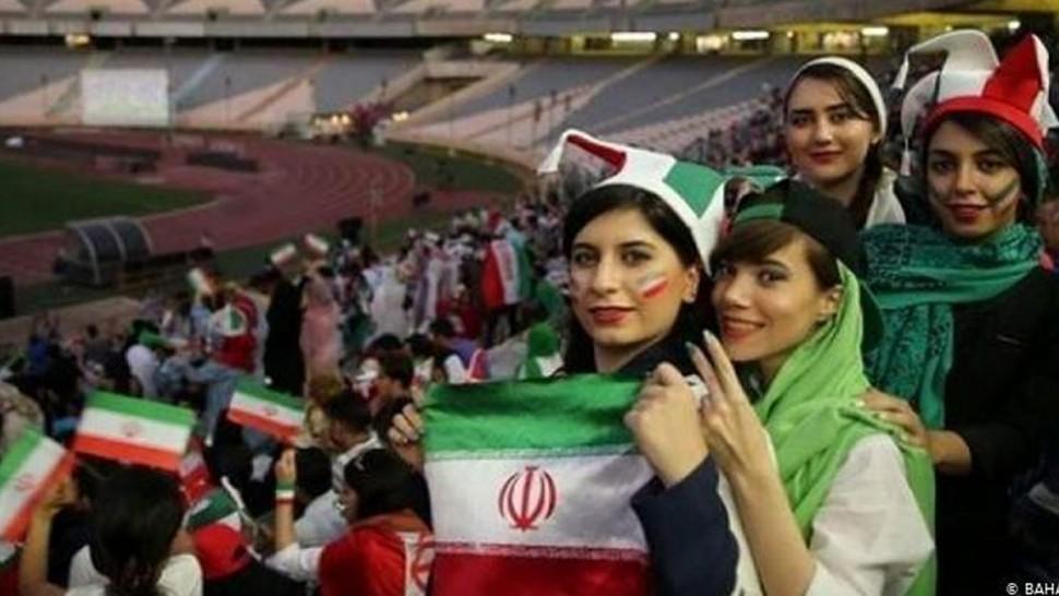 بسبب لباس حكمة..إيران في قفص الإتهام