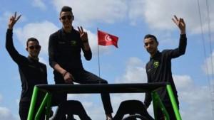 تمكن 3 أشقاء في تونس من تصميم سيارة رباعية الدفع مهيأة للتنقّل في المسالك الريفية والجبلية.