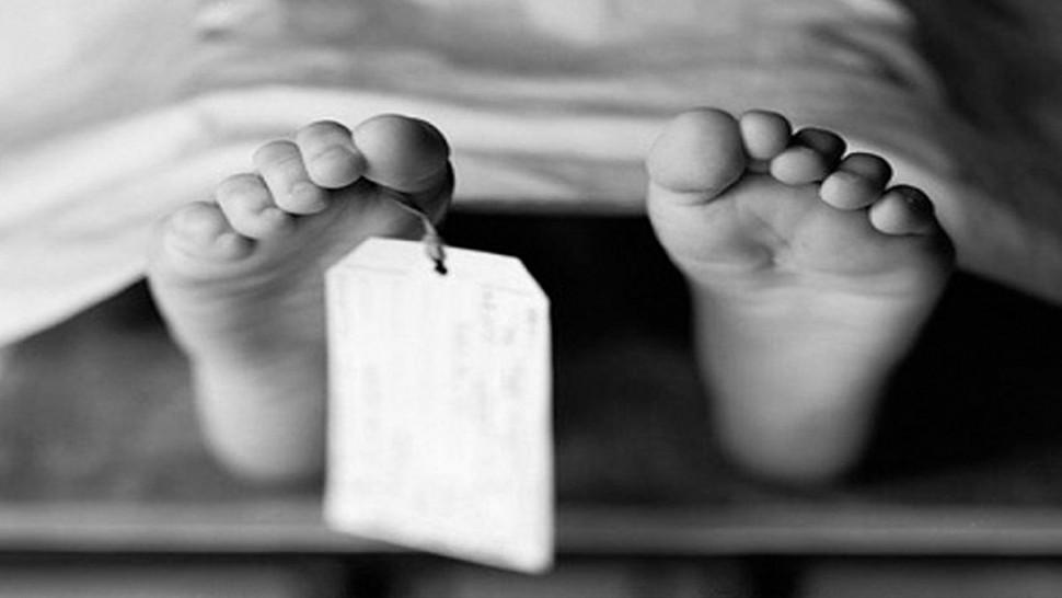 توفي صباح اليوم السبت شخص يبلغ من العمر حوالي 45 سنة بمستشفى الحروق البليغة ببن عروس بعد أن أضرم النار في جسده منذ يومين أمام مقر معتمدية سيدي بوزيد الغربية.