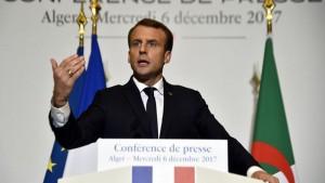 """ماكرون يشير إلى """"رفض"""" جهود المصالحة بين فرنسا والجزائر"""