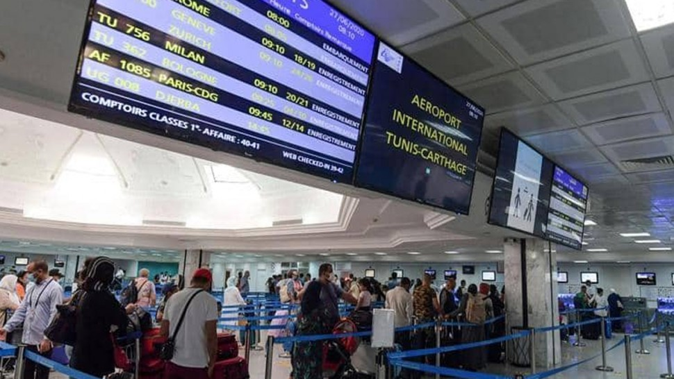 سرقوا أمتعة مسافرين بمطار تونس قرطاج : 20 سنة سجنا لـ3 أعوان بالتونيسار و شخصين
