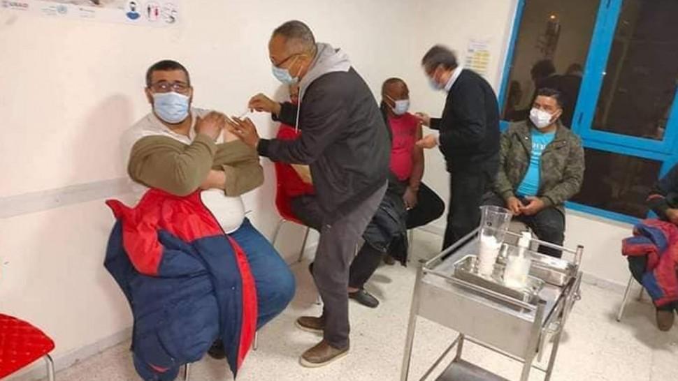 عمال بلدية صفاقس يتلقون الجرعة الأولى من تلقيح كورونا