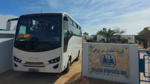 سفير اليابان بتونس يدشن حافلة جديدة لقرية sos المحرس