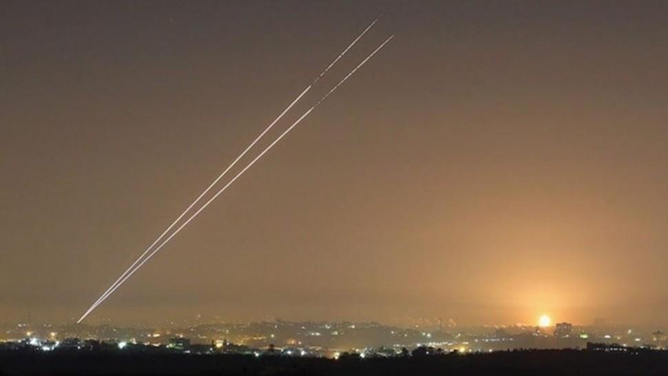 قطاع غزة : إطلاق صواريخ بإتجاه مستوطنات الغلاف و جيش الإحتلال يطلق صافرات الإنذار
