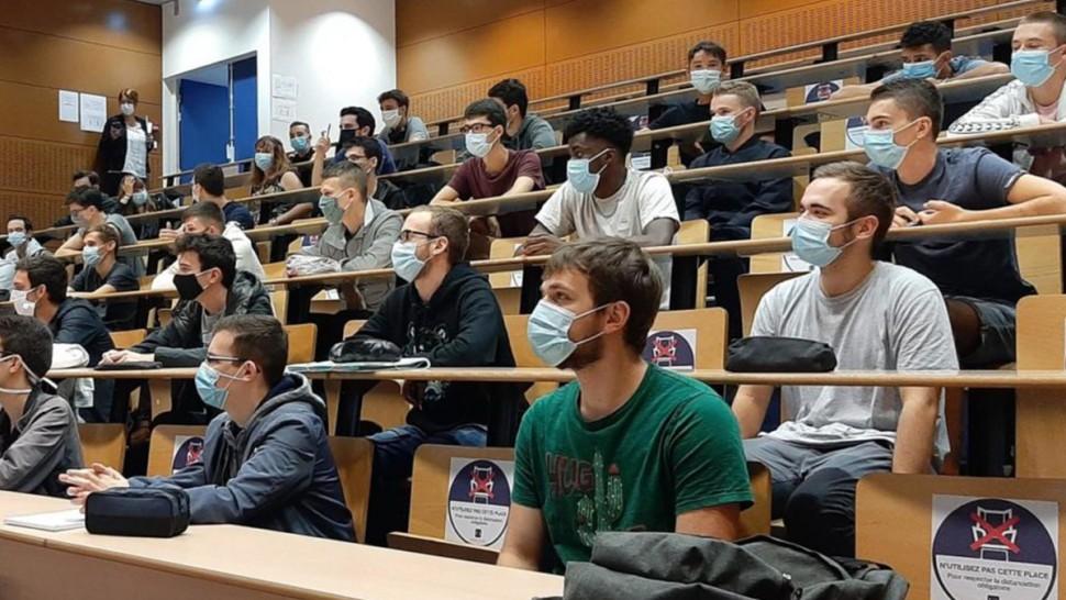 وزارة التعليم العالي تدعو المؤسسات الجامعية الى  برمجة دروس حضورية بداية من  16 ماي 2021