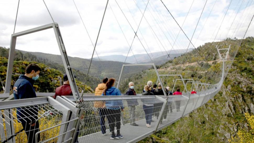 البرتغال تدشن أطول جسر مشاة معلّق في العالم