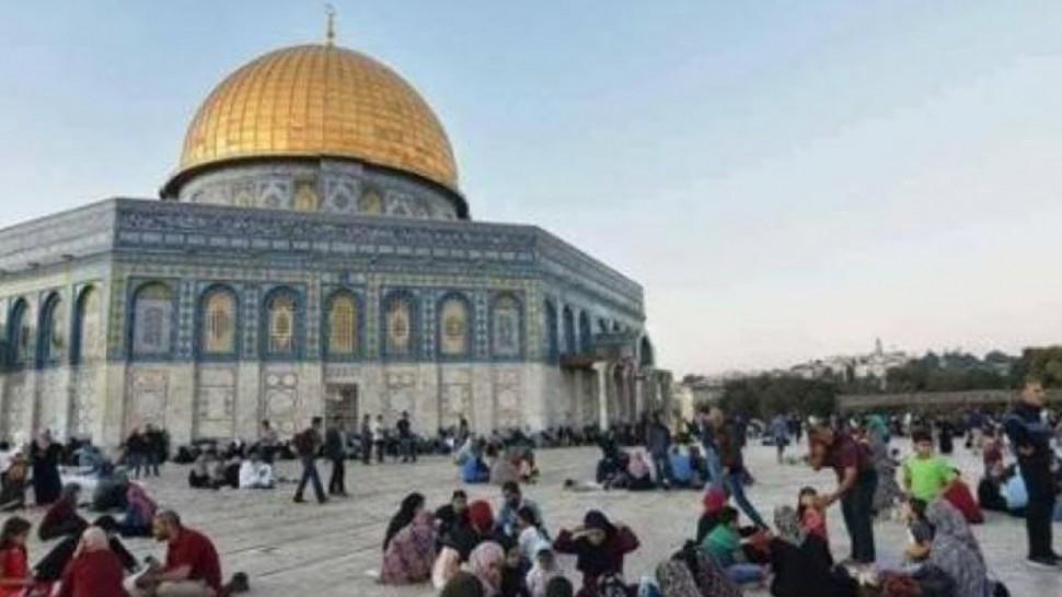 القدس المحتلة : أجواء الإفطار في رحاب المسجد الأقصى ليلة 27 من رمضان ( فيديو)