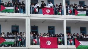 جامعة التعليم الثانوي تدعو إلى رفع العلمين التونسي والفلسطيني خلال تحية العلم
