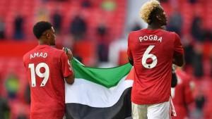 بول بوغبا يرفع علم فلسطين أمام 10 الاف متفرج