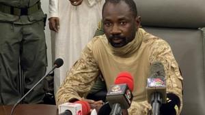 المحكمة العليا في مالي تعلن قائد الانقلاب رئيسا مؤقتا للبلاد