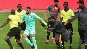 الإتحاد الإفريقي يفرض عقوبات قاسية ضد لاعبي مولودية الجزائر