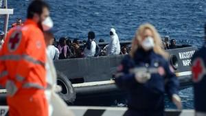 انقسام بين الأحزاب الألمانية حول اعادة توزيع المهاجرين الواصلين الى ايطاليا على أوروبا