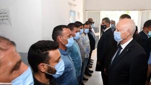 خلال زيارة أدّاها الى منطقة الأمن الوطني بسيدي حسين...سعيّد يعبّر عن استيائه من التجاوزات الأمنية