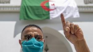 الجزائر : نسبة اقبال ضعيفة على التصويت في الانتخابات التشريعية