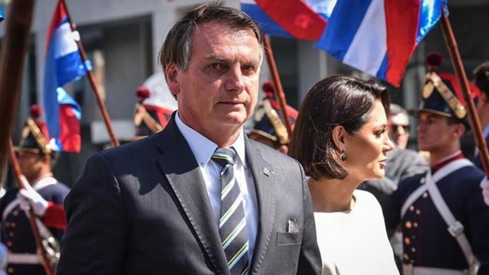 الرئيس البرازيلي يتلقى غرامة مالية لعدم ارتداء الكمامة