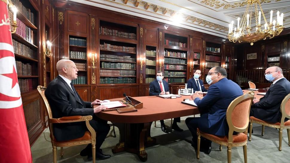 خلال اجتماعه مع رؤساء حكومات سابقين... سعيّد يجدّد رفضه للحوار على شكل ما حصل في السابق