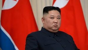 زعيم كوريا الشمالية يؤكّد تأزم الوضع الغذائي في بلاده بسبب كورونا والأعاصير