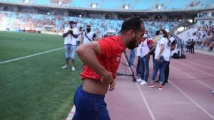 لاعبو الأهلي يغادرون أرضية ملعب  رادس بسبب الغاز المسيل للدموع