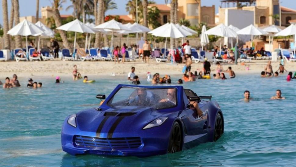 مصريون يخترعون سيارة تسير فوق الماء (فيديو)