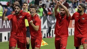 فلسطين تبلغ نهائيات كأس العرب بعد فوز عريض على جزر القمر