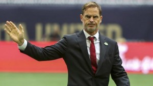 مدرب هولندا يستقيل من منصبه