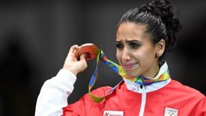 إيناس البوبكري أول رياضية تونسية تحمل الراية الوطنية في الأولمبياد