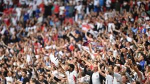 الويفا يفتح تحقيقا جديدا ضد الإتحاد الإنجليزي بسبب جماهيره