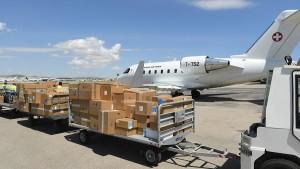 وصول طائرة سويسرية محمّلة بمعدات طبية وأجهزة أوكسجين