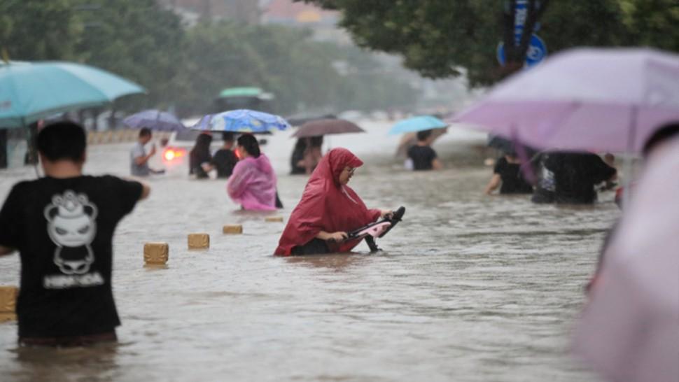 الصين: مقتل 12 شخصا واجلاء الآلاف جرّاء الفيضانات