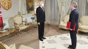 فرنسا تمنح تونس 500 ألف جرعة جديدة من لقاحات كورونا