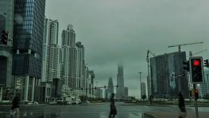 """الإمارات..  أمطار غزيرة """"اصطناعية"""" لمواجهة درجات الحرارة المرتفعة (فيديو)"""