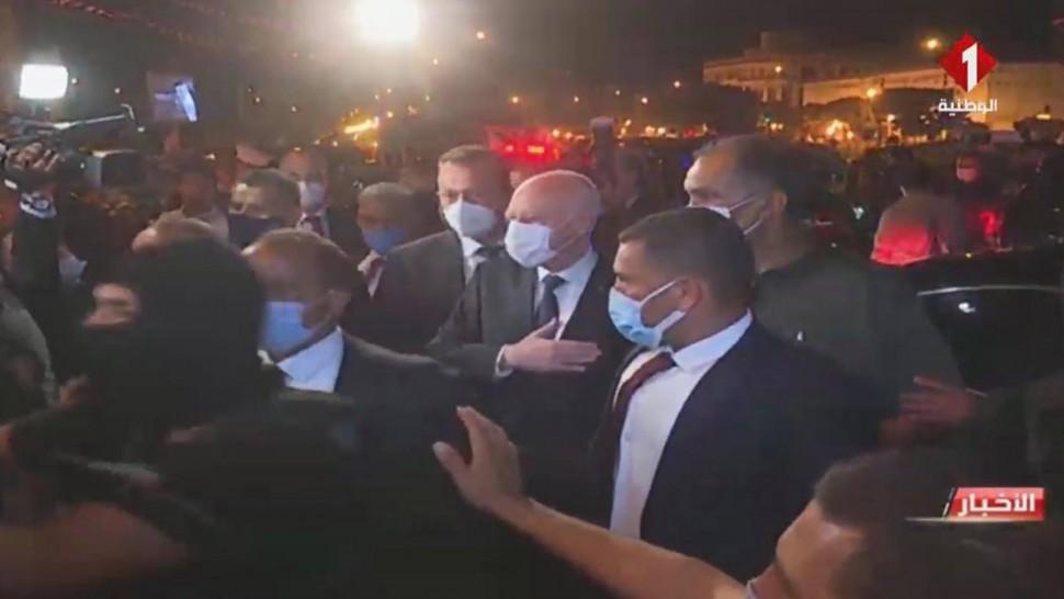 رئيس الجمهورية في شارع الحبيب بورقيبة بالعاصمة