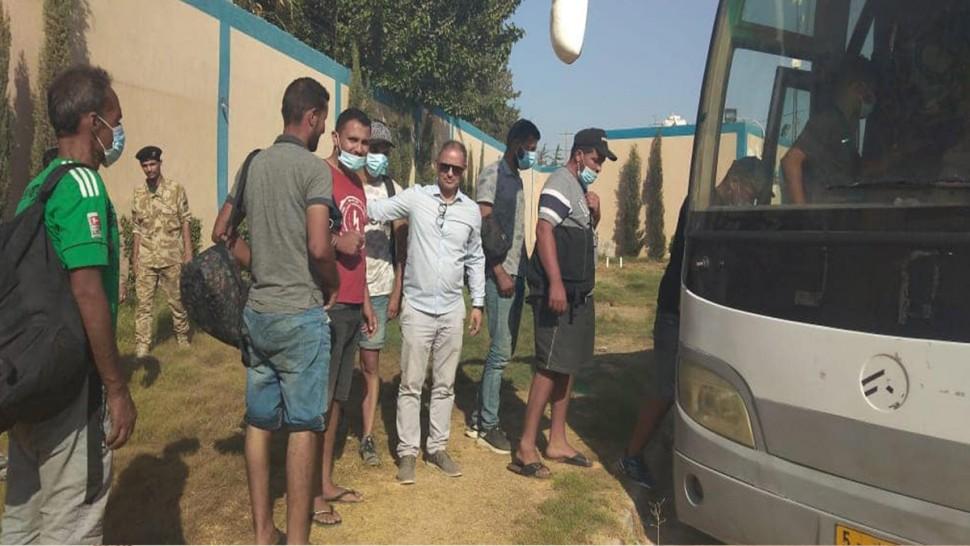 ترحيل 27 شابا تونسيا من ليبيا إلى أرض الوطن