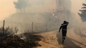 السلطات الجزائرية تعتقل 4 أشخاص بتهمة إشعال الحرائق