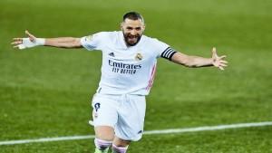 ليكيب: بنزيمة يقترب من تجديد عقده مع ريال مدريد