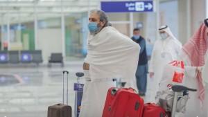 السعودية تستقبل أولى رحلات المعتمرين القادمين من الخارج