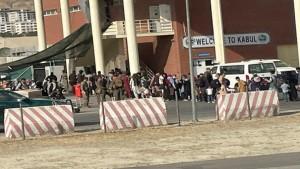 """بعد أيام على هجوم دموي استهدف مطار كابول:واشنطن تحذر من """"تهديد موثوق"""" قربه"""