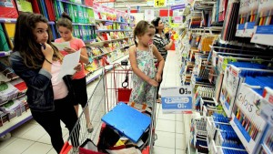 """رئيس الغرفة الوطنية للكتبيين:""""قرار بيع المواد المدرسية بالمساحات التجارية دون هامش ربح ممنوع بالقانون"""""""