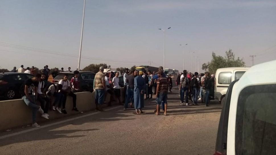أول أيام العودة المدرسية بصفاقس : غلق الطريق الوطنية