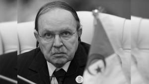 الرئيس الجزائري يقرر تنكيس الأعلام 3 أيام حدادا على رحيل بوتفليقة