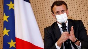 بعد أزمة صفقة الغواصات مع أستراليا ... ماكرون غاضب بسبب رفض سويسرا شراء مقاتلات فرنسية